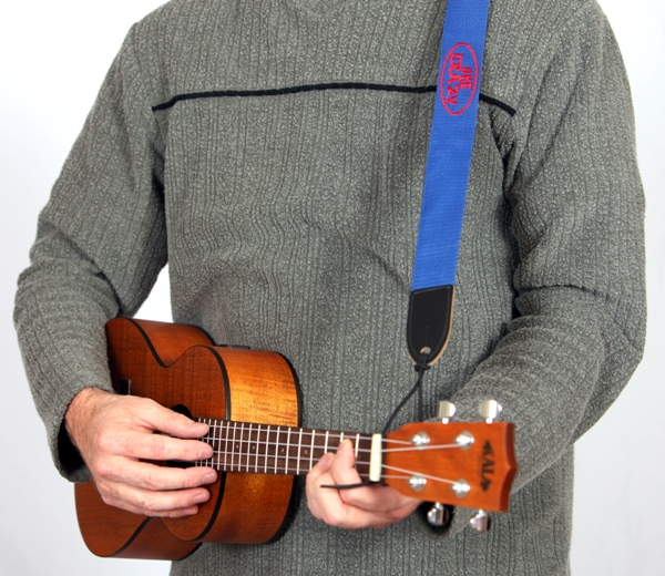 how to hold a ukulele